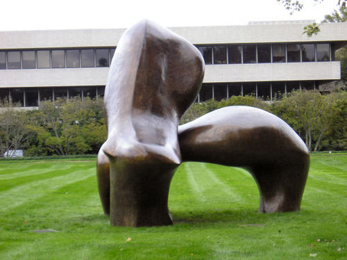 Henry_moore_a_2